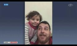 Amor em meio à violência: pai incentiva filha a rir com sons de ataques aéreos na Síria