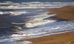 Embarcações e banhistas devem evitar entrar no mar, diz Defesa Civil de Campos
