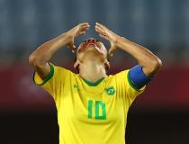 Marta homenageia Formiga no adeus às Olimpíadas e faz mistério sobre futuro na seleção
