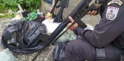 Jovem é preso com grande quantidade de droga e material do tráfico em Guarus