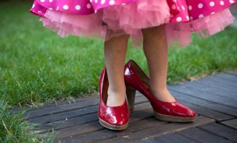 6 razões pelas quais as crianças não devem usar saltos