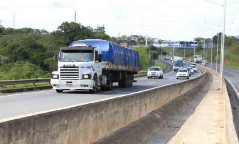 Pneu é um dos maiores custos dos caminhoneiros e o protecionismo faz do Brasil um dos recordistas de preços altos no segmento