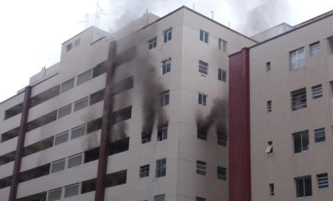 Celular superaquece, provoca incêndio e destrói dois apartamentos