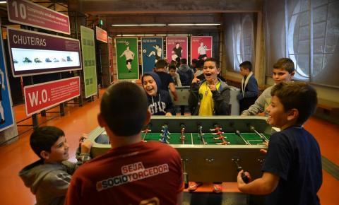 Museu do Futebol oferece entrada gratuita para doador de chuteiras
