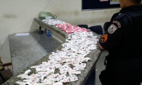 Duas mulheres são presas com mais de 400 pinos de cocaína