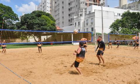 Farol de São Thomé ganha Escolinhas de Vôlei de Praia e Futevôlei