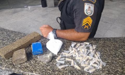 PM apreende maconha e cocaína na Baixada Campista