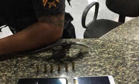 Jovem é preso em flagrante após roubar celulares na Pelinca