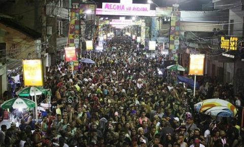 Festa dos blocos no segundo dia do Carnaval em SJB