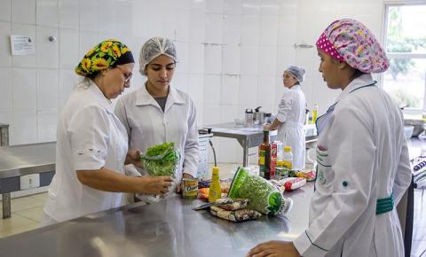 UFRJ abre inscrições para curso sobre manipulação de alimentos em Macaé