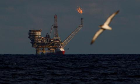 Preços do petróleo têm mínima de 17 anos nos EUA