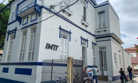 IMTT notifica empresas e recolhe ônibus circulando com janelas fechadas
