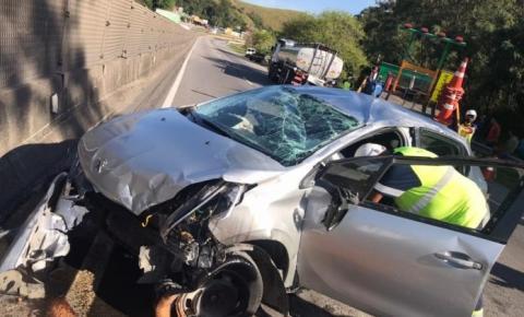 Quatro jogadores do Americano de Campos ficaram feridos após acidente de carro na BR-101, em Rio Bonito