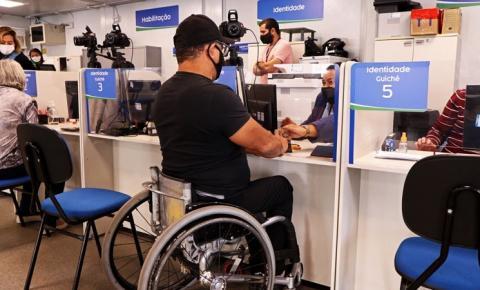 Pessoas com deficiência têm direito a isenção de taxas para carteiras de habilitação e de identidade