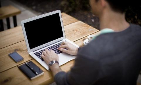 Cinco motivos para continuar investindo em eventos online