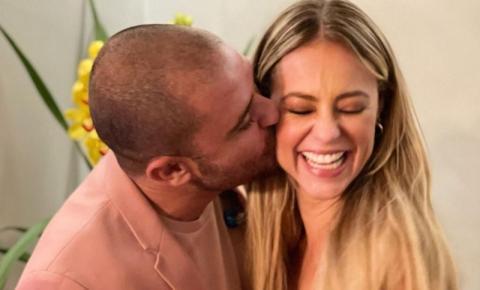 Paolla Oliveira assume namoro com Diogo Nogueira e acompanha show do cantor
