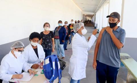 Secretaria de Educação é polo de vacinação contra gripe
