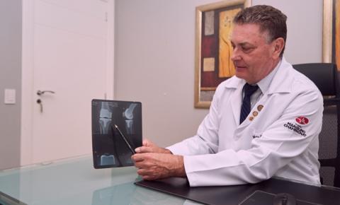 Sedentarismo forçado na pandemia aumenta problemas nos joelhos e acende alerta para revisão das próteses