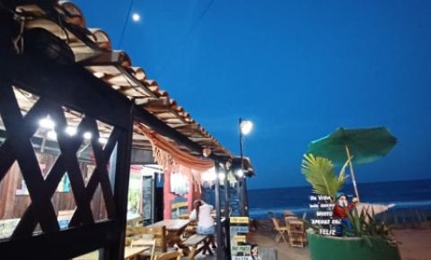 Conhecido como cantinho da natureza, Bar Varandão é resistência na Praia de Atafona em São João da Barra