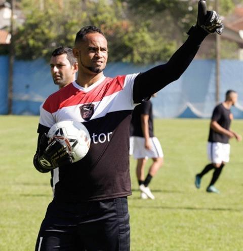 Justiça libera mudança do goleiro Bruno para trabalhar em time