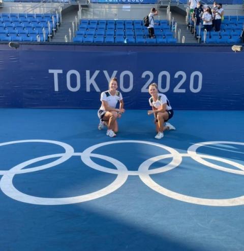Luisa Stefani e Laura Pigossi conseguem virada histórica e levam o bronze no tênis